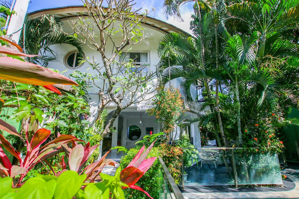 2 stores villa with 4 bedrooms in central Seminyak location