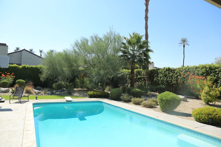 Quiet, private, safe home with beautiful yard/pool - Rancho Mirage - House