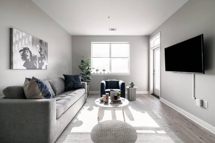 New Center Detroit: King One Bedroom