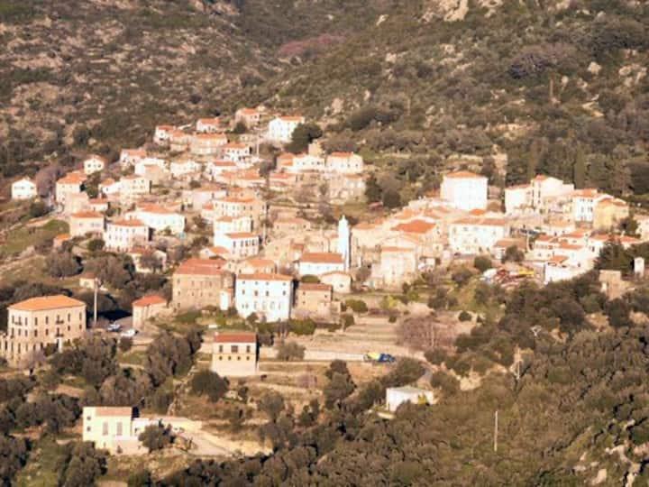 Vacances en Corse, entre mer et montagne