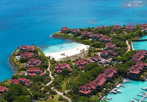 Luxury Eden Island Apt-1st Fl/safe quiet area/WiFi