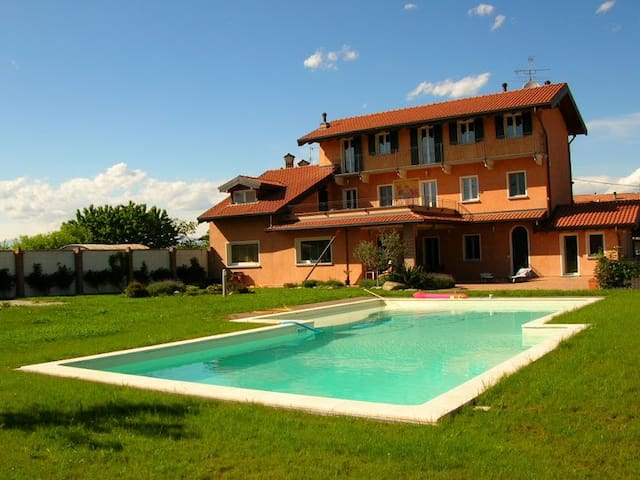 4 bedroom villa & pool, Divignano - Divignano