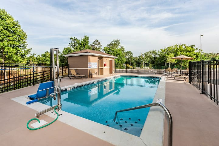 Great for Business Travelers! Studio Suite in Knoxville | Shared Outdoor Pool + BBQ Area