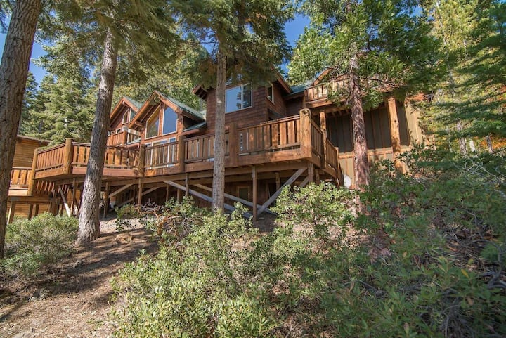 Idlewood by AvantStay | Beauty in Tahoe Vista w/ Lake Views & Hot Tub!