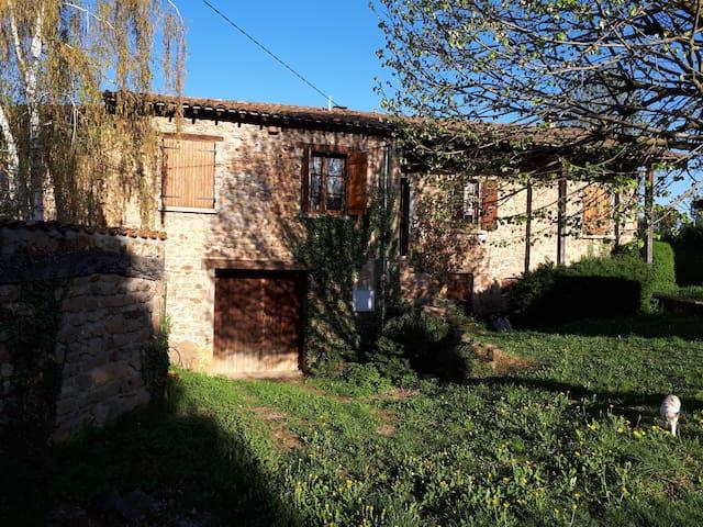 maison en pierre près de Lyon, S.J de-Compostelle
