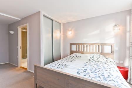 Brand New 2 bedroom apartment - Canary Wharf - London - Apartemen