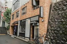 unagimejirozorome 3 Chome-3-1 Mejiro Toshima-ku Tokyo-to It is a famous restaurant for salmon dishes in Tokyo. https://tabelog.com/en/tokyo/A1305/A130502/13224277/