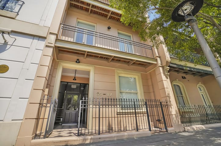 Large modern Millers Point apartment one of a kind