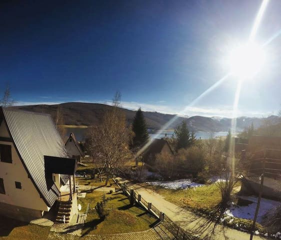 sunny,family-friendly, nice view - Mavrovo - Huis