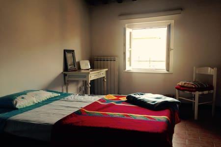Camera con bagno personale e wifi - Lucca