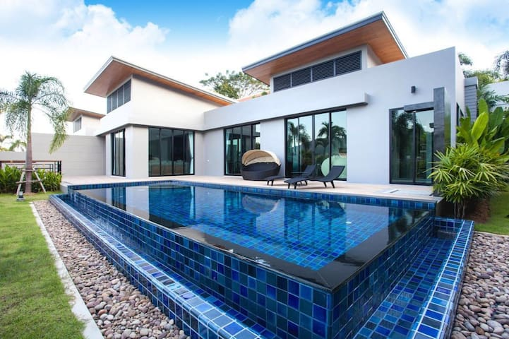 New luxury private pool villa