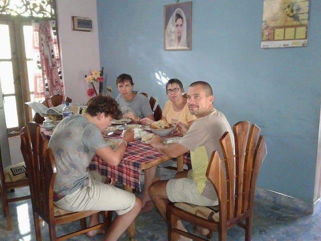 Free all Sri Lankan meals