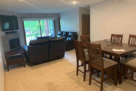 2 bed condo in quiet Chicago suburb. Portillos!