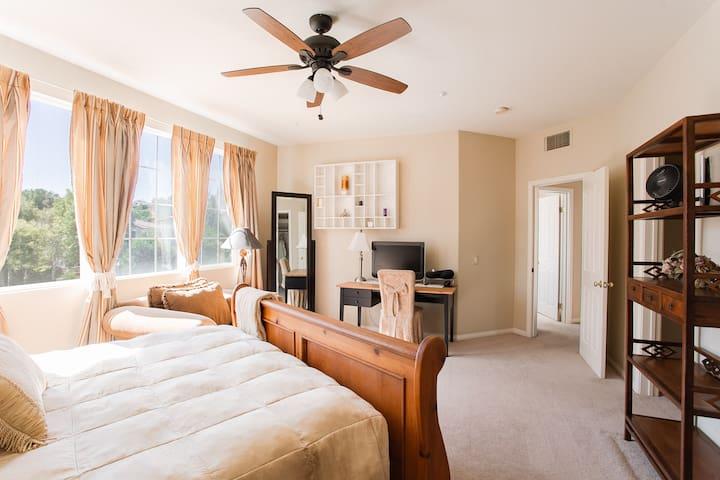 Los Angeles Safe Guarded Estate-Master Room & Pool