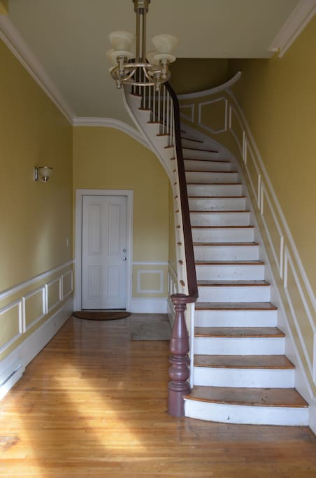Foyer leading to second/third floor