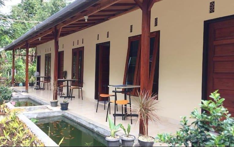 Guesthouse Rumah KayuKu Syariah (1)