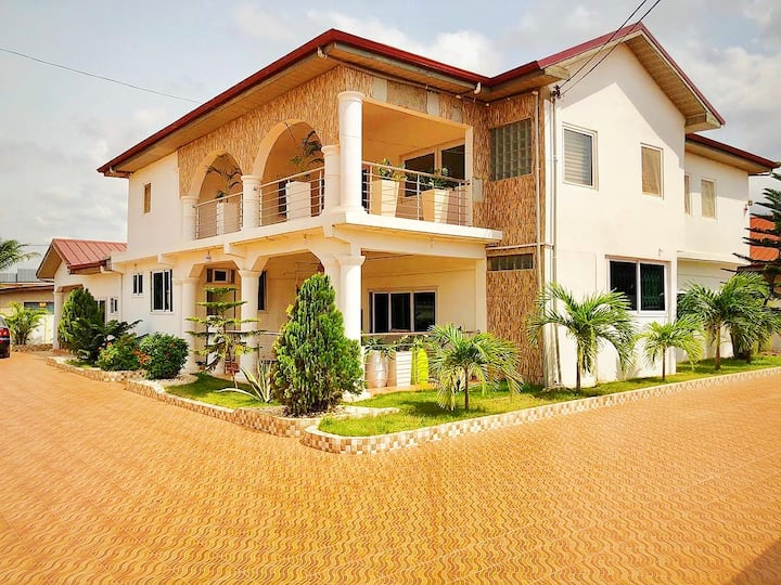 Luxury Villa with free airport pick up