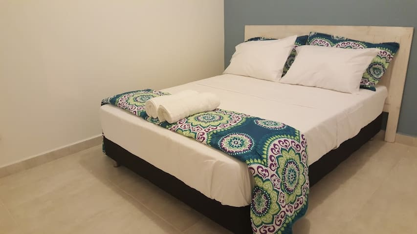 Clean, private, modern accommodation in Palomino. - Palomino