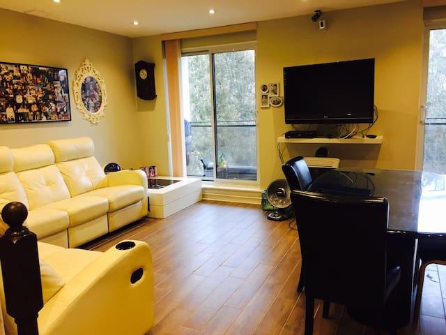 Spacious Room in Condo walk2Transit - Toronto - Apto. en complejo residencial