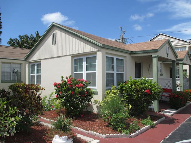 Updated Beachy Cottage Across the Street from the Sand! Walkable to Best of Madeira Beach!