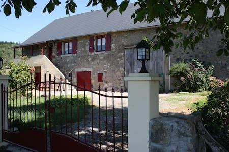 Rustig gelegen boerderij - Saint-Léger-de-Fougeret - 단독주택