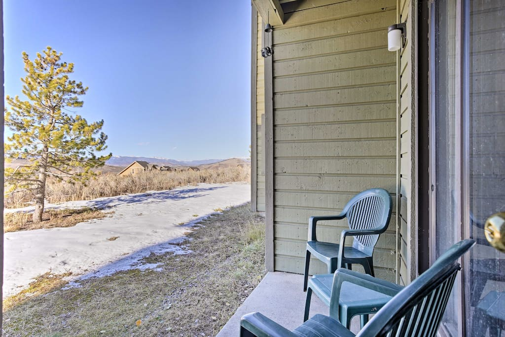 This condo is situated a 10-minute walk away from the ski lifts!