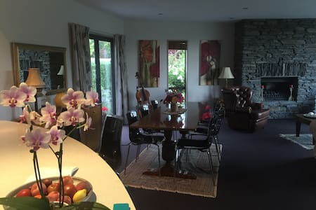 Home stay with  semi retired couple - Lower Shotover - Bed & Breakfast