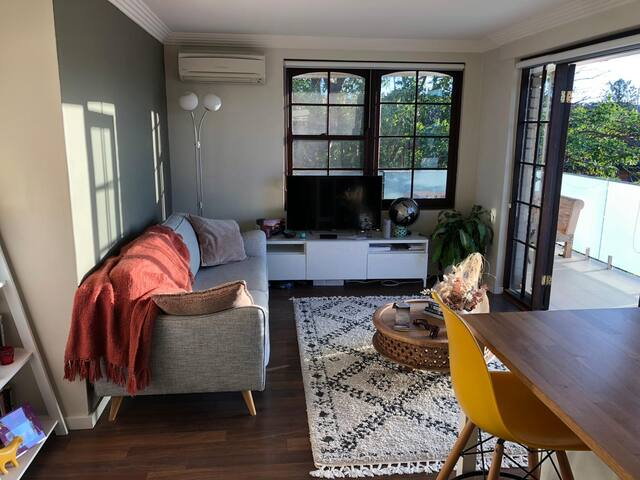 Beachside, Light Filled Apartment