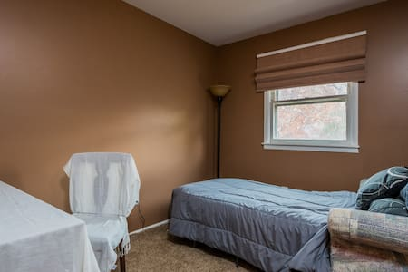 Cozy Tan Room near State Capitol - Albany - Huis