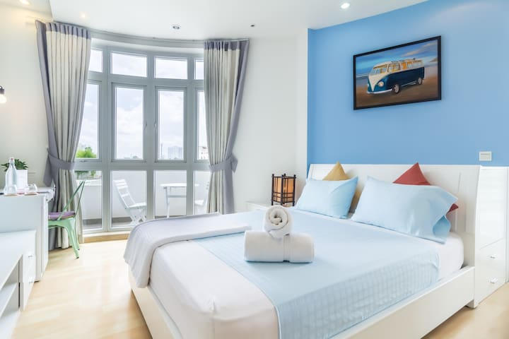 Breezy Beautiful with Awesome Balcony Suite - Ho Chi Minh City - House