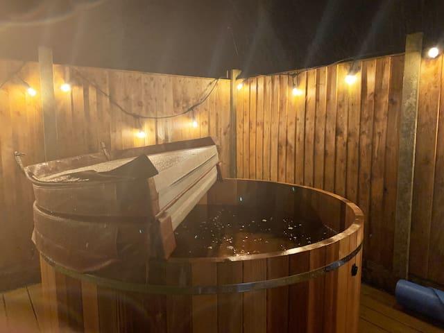 Dolwyddelan / Snowdonia cottage with hot-tub