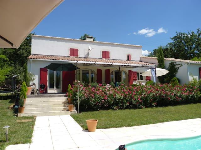 Charmante maison 10p piscine chauffee 10 39 uzes houses - Culture indoor nimes ...