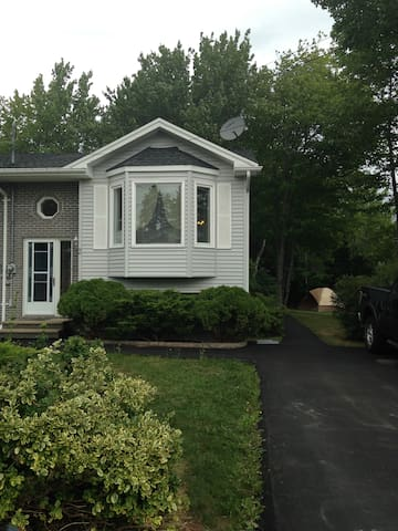 Only minutes from the Airport - Elmsdale - Rekkehus