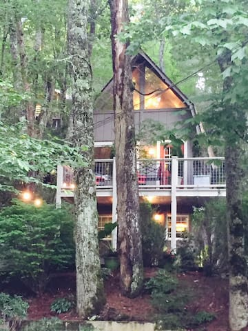 Main Stay Chalet-In town