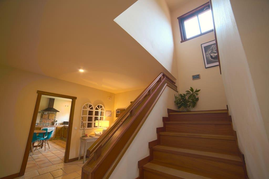 Hall entrada y detalle escalera