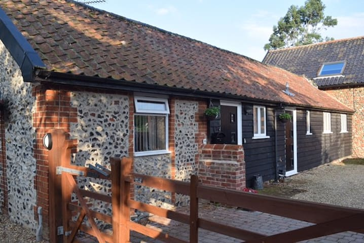 Self Contained Two Bedroom Country Cottage