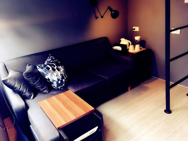 「Inner Place 隱人生活」輕工業風設計老屋 : 2F 雙人套房_近國華街/友愛街口