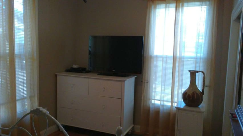 Comfortable Room with Cable TV - Milford - Wohnung