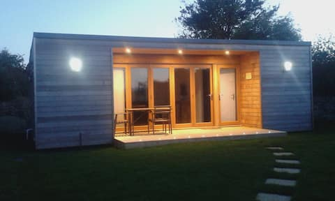 Self contained Cabin Carbis Bay 'Gone to the beach