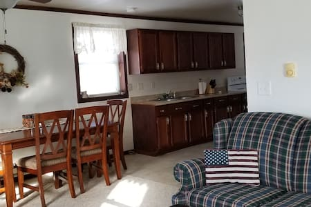 Cozy 2 BR unit, 1 block from the Mississippi River