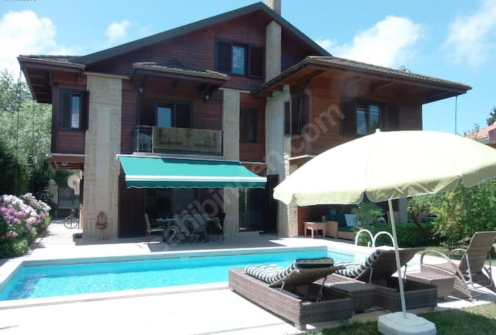 Wooden Villa Perfect Location Jakuzi Poool Garden - Sarıyer - Villa