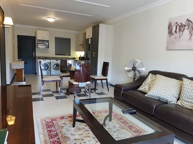 Sandton apartment - stylish, modern and up market