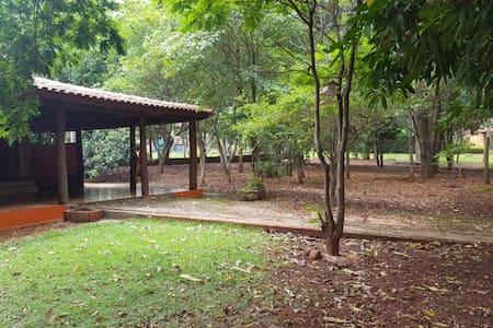 Casa de campo na beira do Tietê