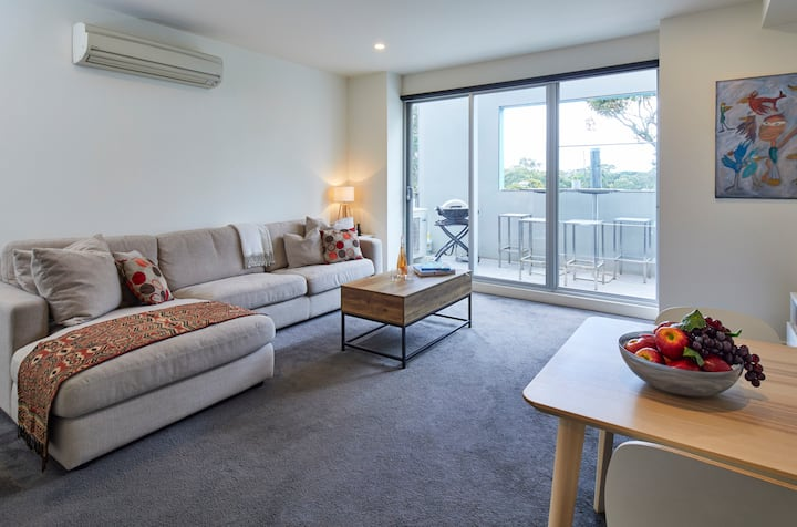 1 Bedroom with Parking, Walk to Elwood Beach