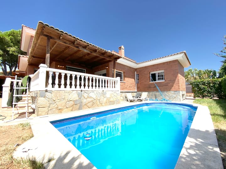 Espectacular villa individual con piscina