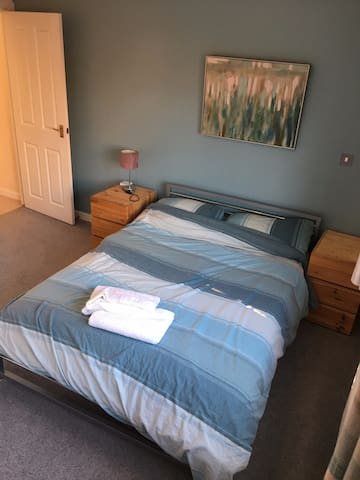 Spacious Double Room, en-suite shower room&parking