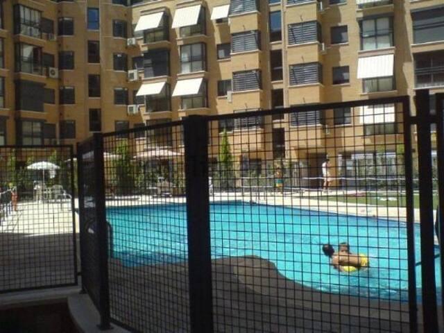 Private Room in Madrid Capital City (Sanchinarro) - Madrid - Condominio