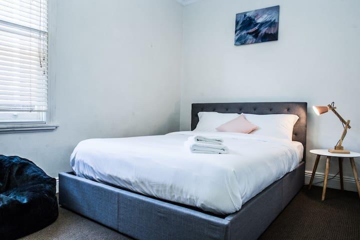 Private Room @ Sydney Boutique lodges (Unit B)