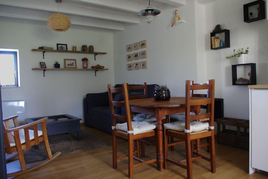 Living dining area // salon salle à manger