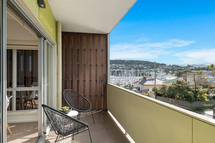 Bellerive Quay-views, walk to wharf & restaurants